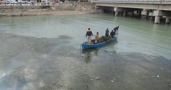 Beyşehir gölü'nde balıkçı tekneleriyle katı atık temizliği