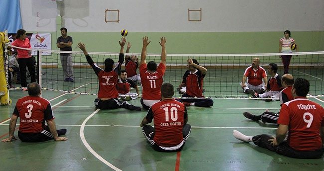 Oturarak Voleybol Türkiye Şampiyonası Konya'da yapıldı