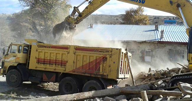Beyşehir'de Tehlike Yaratan Metruk Binalar Yıkılıyor