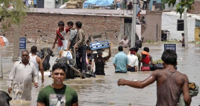 Hindistan'da Aşırı Yağışlar Yüzünden 188 Kişi Öldü