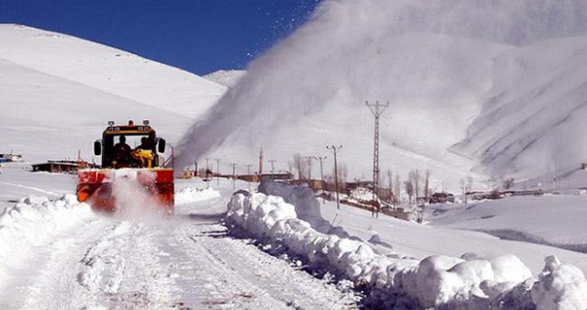 1500'den fazla köy yolu ulaşıma kapandı