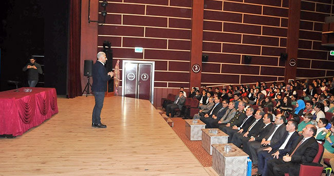 Akşehir Belediyesi'nden kitap desteği