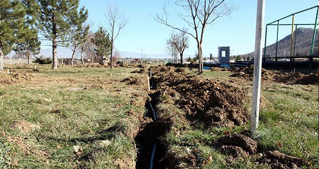 Seydişehir Kuğulu Park'ta sulama boruları yer altına alınıyor