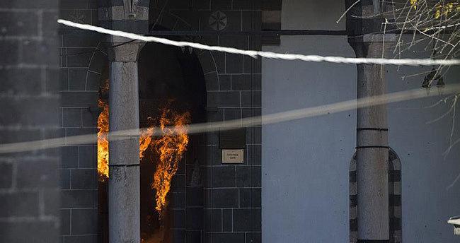 Sur'daki tarihi camiye terör saldırısını kınadılar