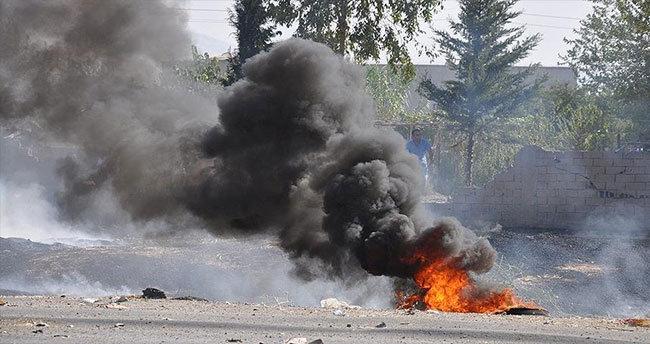 Hakkari'de köy muhtarının aracına bombalı saldırı