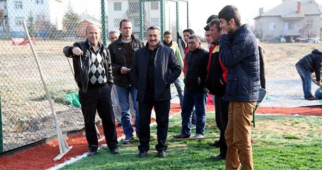 Seydişehir Belediye Başkanı Yapılan Çim Sahaları Yerinde İnceledi