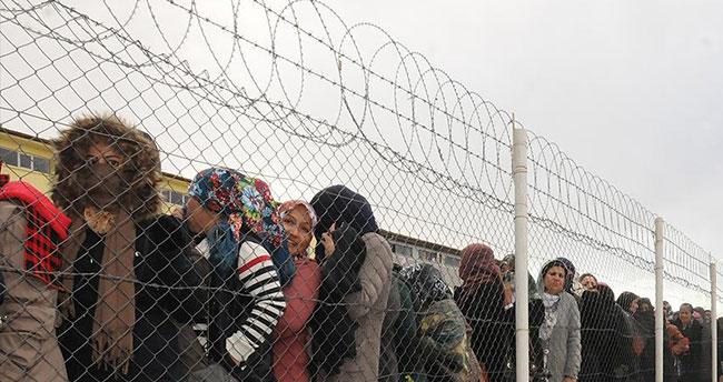 AB Komisyonu'ndan 'Suriyelileri alın' çağrısı