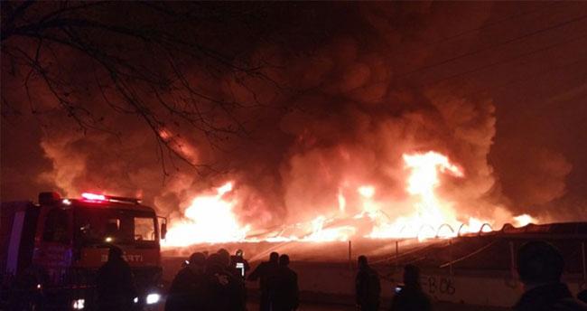 Halk pazarında yangın: 250 işyeri yandı