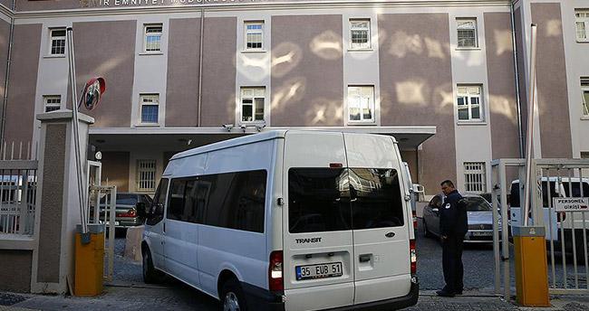 İzmir'deki FETÖ operasyonunda 10 tutuklama