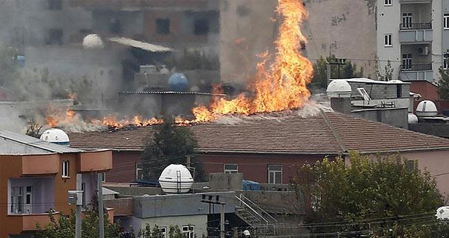 Şırnak Çevre ve Şehircilik İl Müdürlüğü teröristlerce ateşe verildi