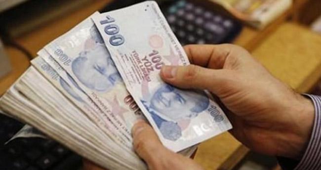 Emeklilere 100 TL'lik zam tasarısı kabul edildi