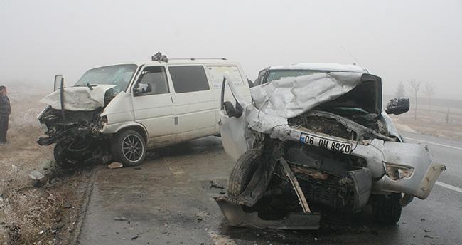 Konya'da komyonet ile minibüs çarpıştı: 1 ölü, 8 yaralı