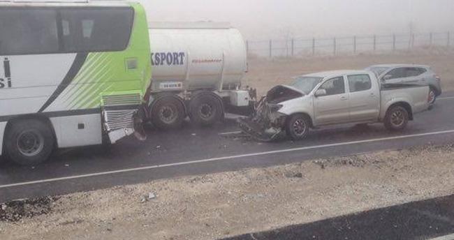 Konya'da sis zincirleme kazaya neden oldu : 15 yaralı