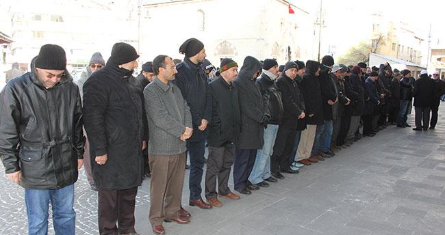 Konya'da gazeteci Karakaya için gıyabi cenaze namazı kılındı