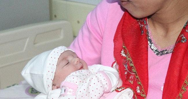 """Konya'da yılın ilk bebeği """"Zeynep"""" oldu"""