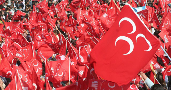 MHP'de şok! 17 kişi istifa etti