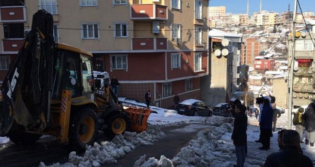 Yolda kalan araçların imdadına 'Alo Yolda Kaldım' ekipleri koştu