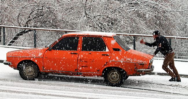 Konya'da sürücülerin kar ile imtihanı