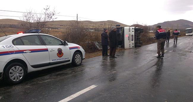Ereğli'de öğrenci servisi devrildi : 4 yaralı