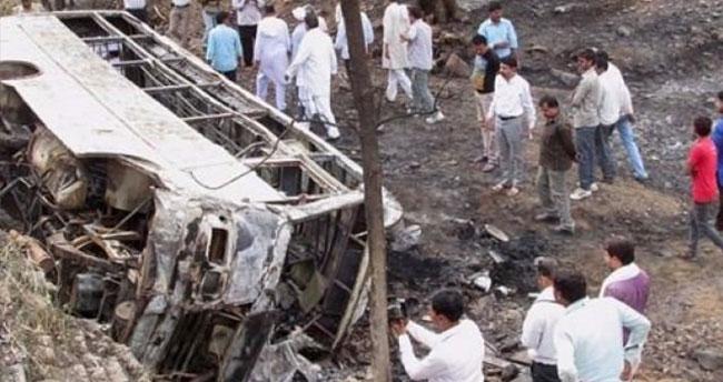 Otobüs devrildi! Çok sayıda ölü ve yaralı var!