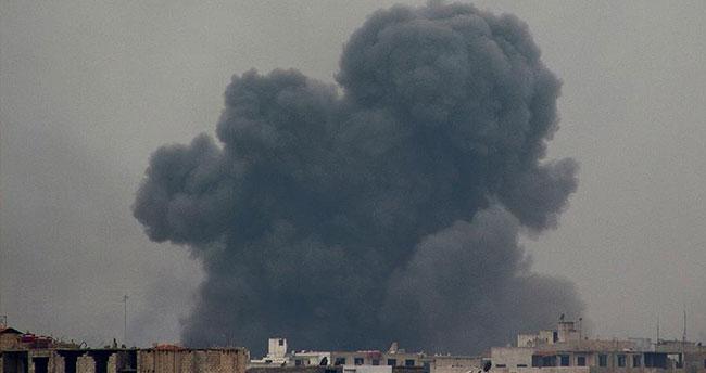 Rusya Halep'te muhalif bölgeye saldırdı: 17 kişi öldü