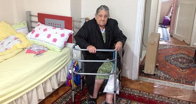 Yaşlı kadını dövüp, mezar parasını çaldılar!