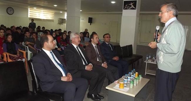 Ali Erkan Kavaklı Seydişehir'de konferans verdi