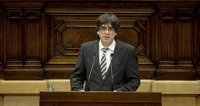 Katalonya'nın yeni Başkanı Puigdemont göreve başladı