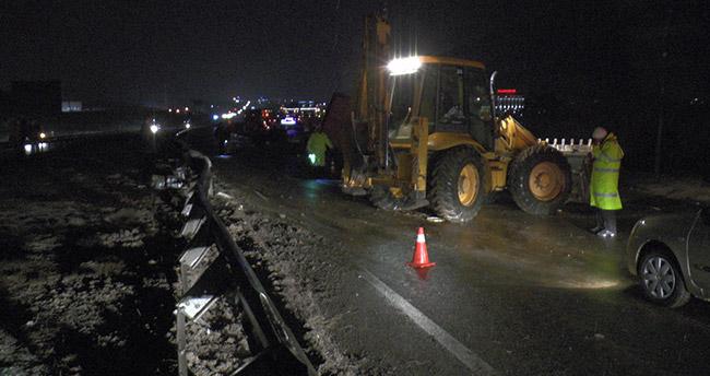 Ankara-Konya yolunda tır devrildi