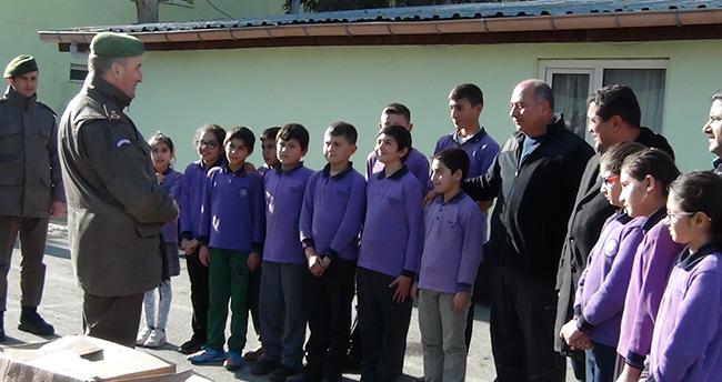 Ereğli'de öğrencilerden askerelere moral desteği