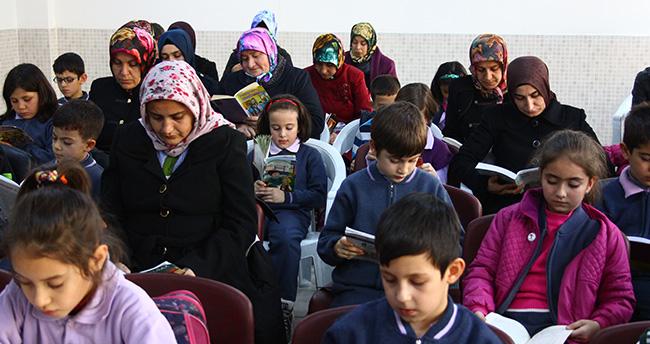 Sınıfta başlayan okuma aşkı mahalleye yayıldı