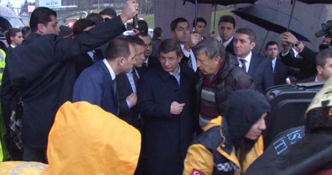 Başbakan Davutoğlu kazayı görünce konvoyu durdurdu