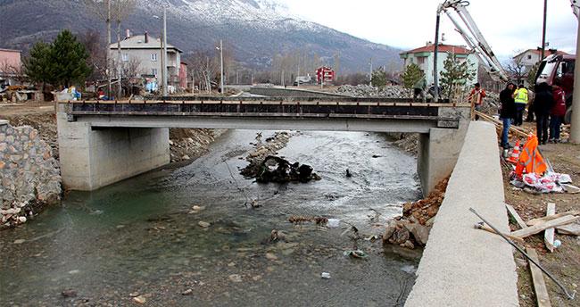 Seydişehir Akçay Deresi'ne köprü inşa ediliyor