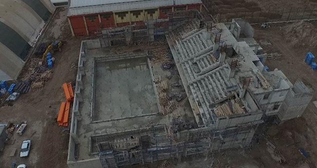 Çumra'da yüzme havuzu inşaatı devam ediyor