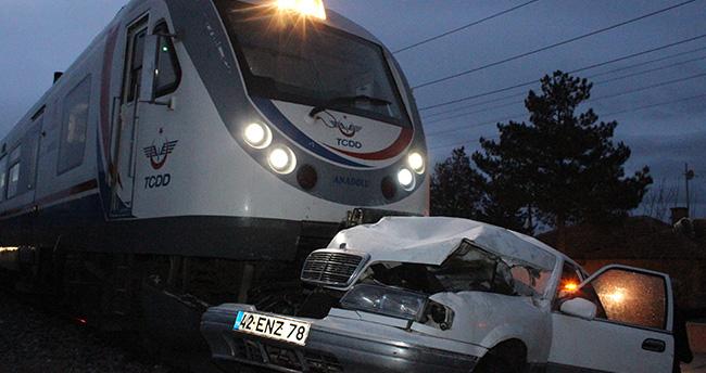 Konya'da tren otomobile çarptı 1 ölü