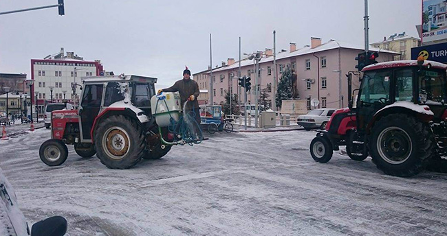 Cihanbeyli Belediyesi'nden kar mesaisi