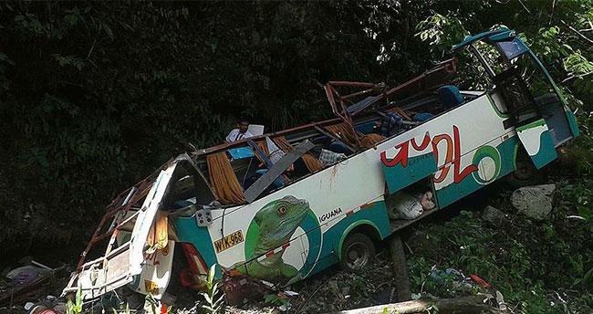 Otobüs uçuruma yuvarlandı: 16 ölü