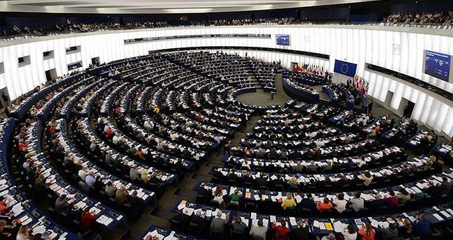 Avrupa Parlamentosu'nda gazeteciye başörtüsü ayrımcılığı