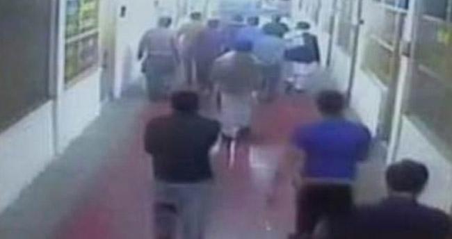 Pakistan'da saldırganlar üniversiteyi bastı