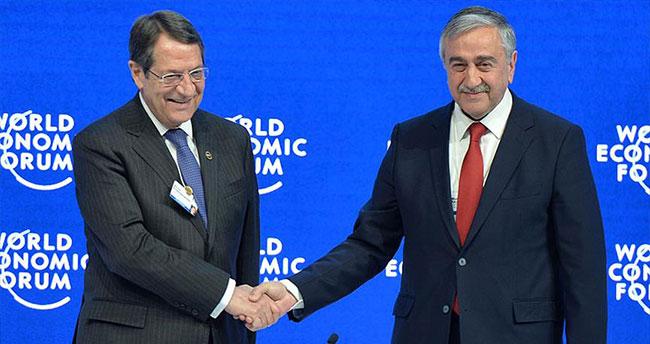 İki lider Davos'ta Ada'nın geleceğini konuştular