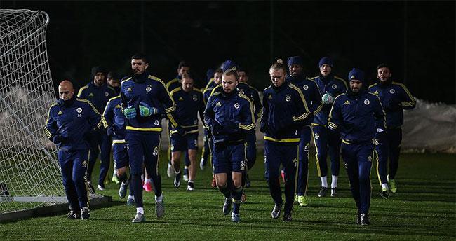 Fenerbahçeli futbolcular trafik kazası geçirdi