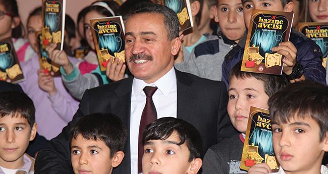 Seydişehir Belediye Başkanı Tutal, öğrencilere karne hediyesi dağıttı