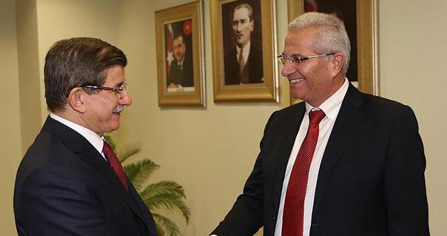 Başbakan Davutoğlu, Akel Genel Sekreteri Kiprianu'yu kabul etti