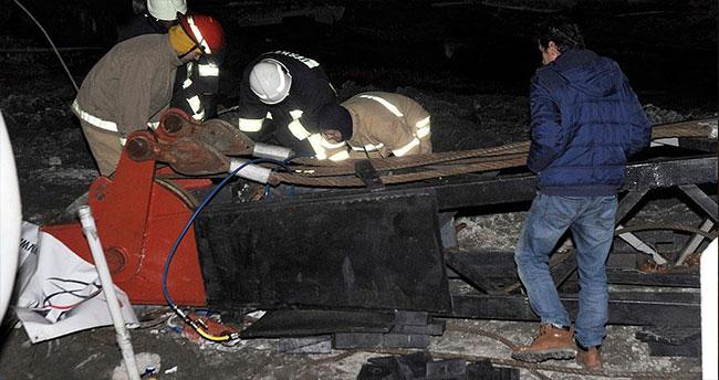 Belediye binası inşaatında vinç devrildi: 1 ölü, 1 yaralı