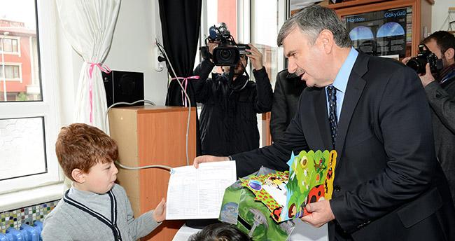 Konya Büyükşehir Belediye Başkanı Akyürek, Karne Heyecanına Ortak Oldu