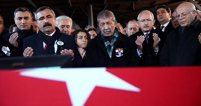 Kamer Genç için Kartal Cemevi'nde cenaze töreni düzenlendi
