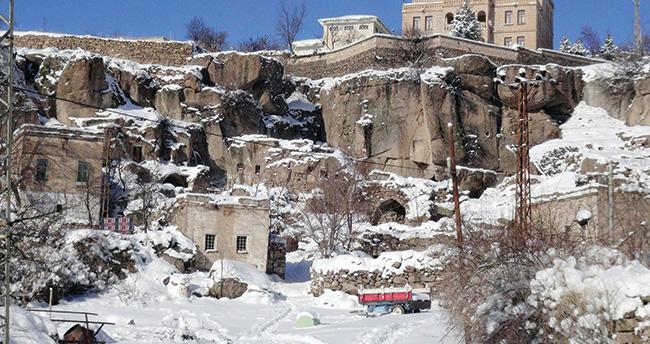 Aksaray'da kar kalınlığı 60 santime ulaştı