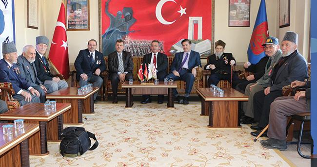 Başkan Hançerli Kore Gazileri ile bir araya geldi