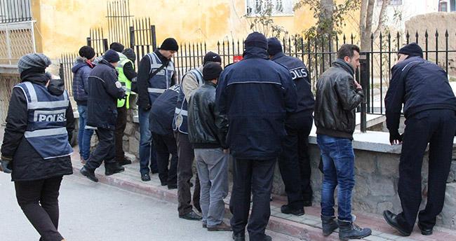Konya'da Suriyelilere 250 Polisten Asayiş Uygulaması