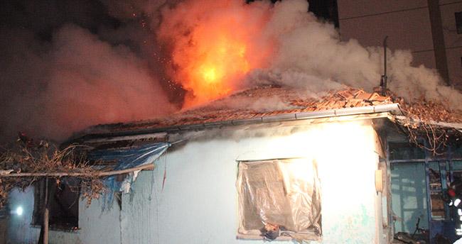 Konya'da Yangın – Evinde çıkan yangını gözyaşları içinde izledi